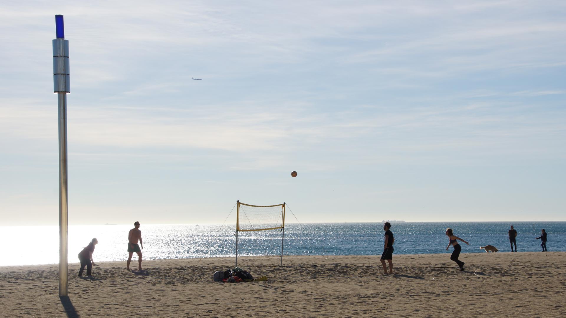 Fotostrecke Gegenlicht 14 Beachvolleyball Am Strand Von Barcelona